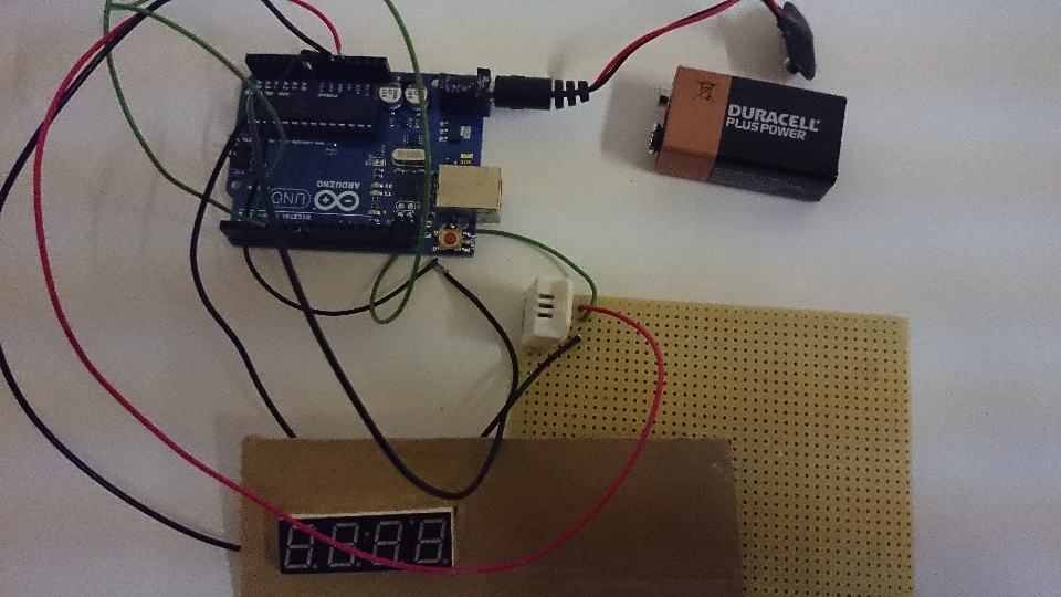 arduino connected to a heat sensor and LED dispay
